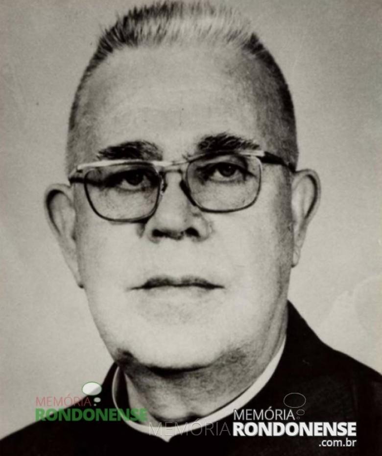 Padre Antonio Darius SVD, nascido na Alemanha, que foi padre-vigário da Paróquia Sagrado Coração de Jesus, de Marechal Cândido Rondon.  Imagem: Acervo Memória Rondonense - FOTO 3 -