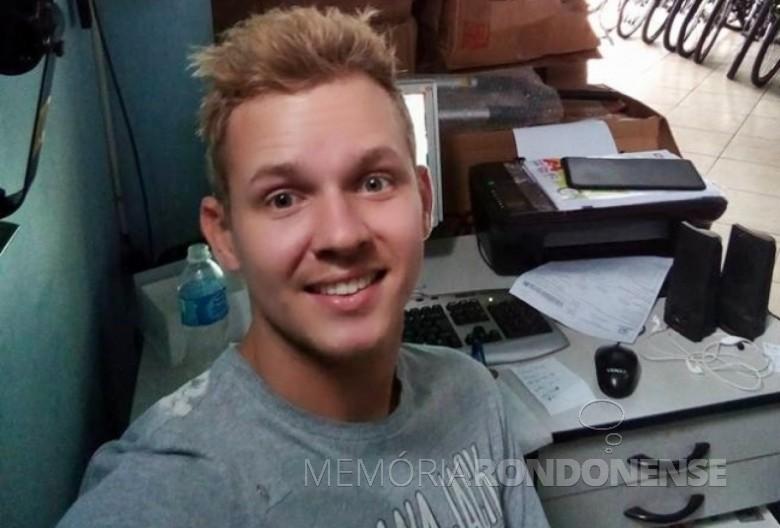 Empresário rondonense Renan Francisco Schroeder baleado em tentativa de assalto frustrada.  Imagem: Acervo Rádio Difusora do Paraná - FOTO 10 -