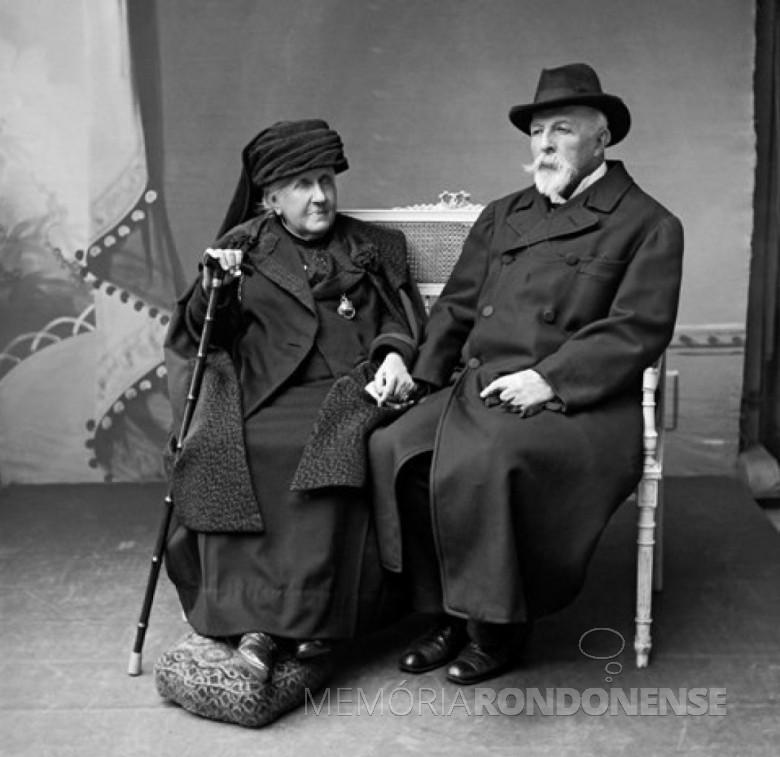 Princesa Isabel (e) na companhia de seu esposo Gastão D'Orleans, na cidade de Paris.  Ela faleceu em novembro de 1921.  Imagem: Acervo www.museuimperial.com.br - FOTO 1 -