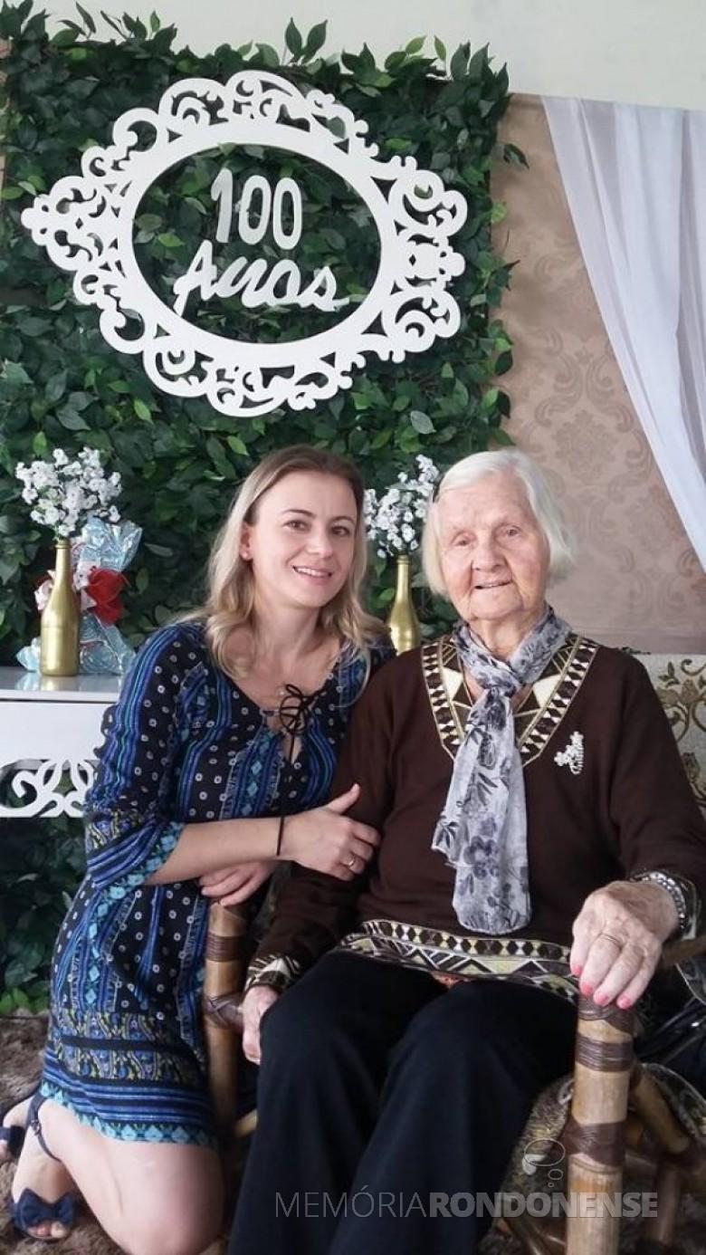 Pioneira  Amanda Weiler com a neta Claúdia Weiler, por ocasião de seu centenário.  Imagem: Acervo da Família - FOTO 5 -
