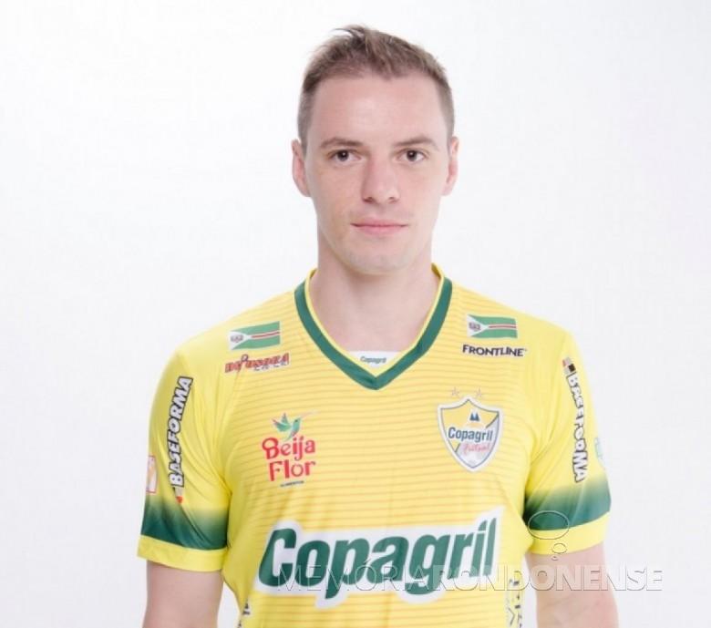 Atleta Tiago Selbach (pivô), que deixou a Copagril Futsal em 12 de março de 2016. Imagem: Acervo ligafutsal.com.br - FOTO 6 –