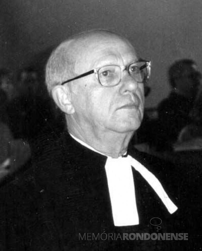 Pastor Heinz Ehlert que oficiou o cultivo festivo de inauguração da Igreja Evangélica de Nova Santa Rosa.  Imagem: Acervo IECLB - FOTO 2 -