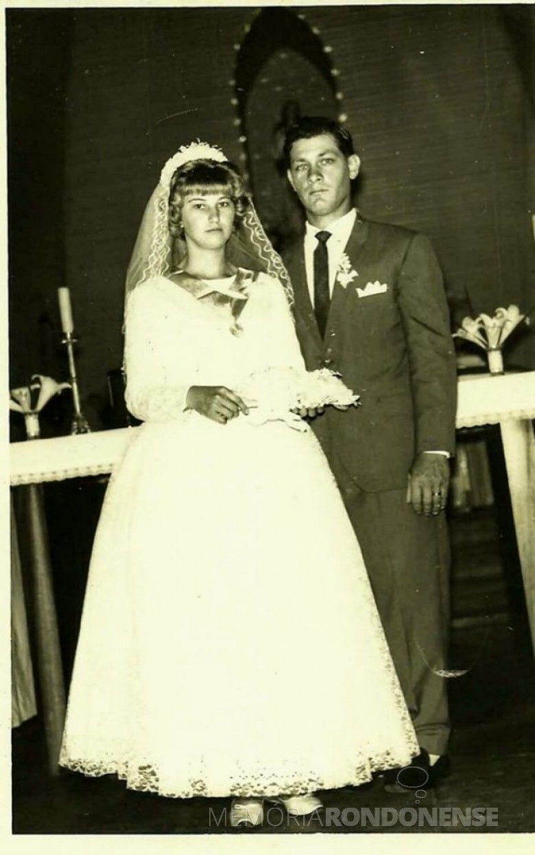 Casamento dos jovens Amanda Erika Rukhaber e Ivo Kliemann, em novembro de 1966.  Imagem: Acervo de Senilda e Ruibi Kerkhofen - FOTO  8 -