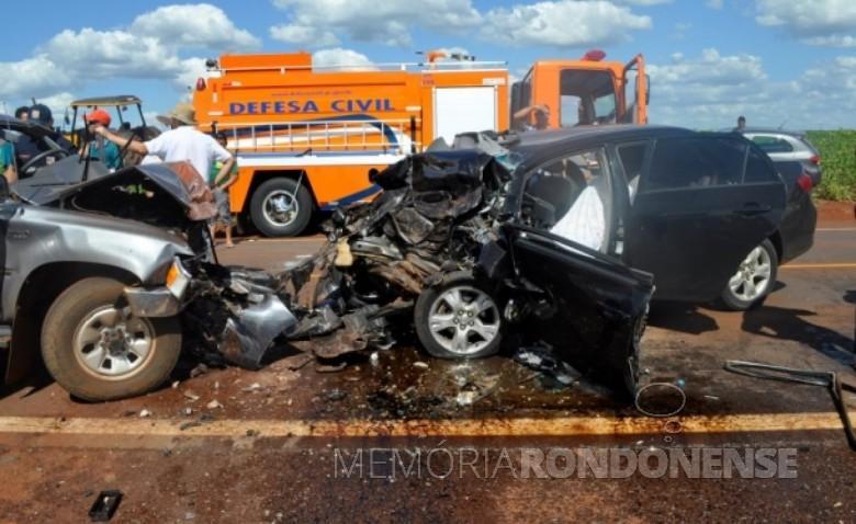 Veículo (a direita) em que morreu de acidente  em 30 de janeiro de 2012, o deputado Moacir Micheletto.  Imagem: Acervo CGN.UOL - FOTO 4 -