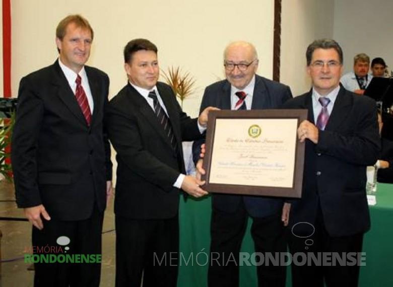 O maestro Jacó Brescianini recebendo o título de cidadão honorário de Marechal Cândido Rondon, 17 de novembro de 2010. Imagem: Acervo O Presente - FOTO 7 -