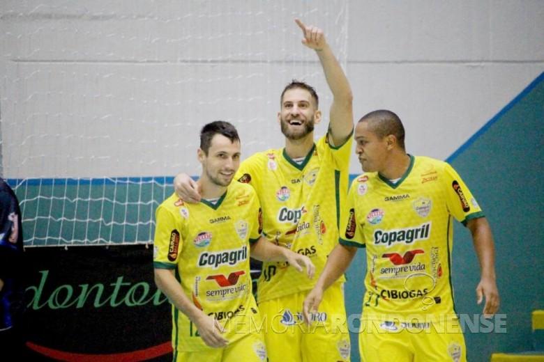 Jogador Xande (c) desligado da equipe pela diretoria da Copagril Futsal,  em 08 de maio de 2019.  Imagem: Acervo Copagril Futsal - FOTO 7 -