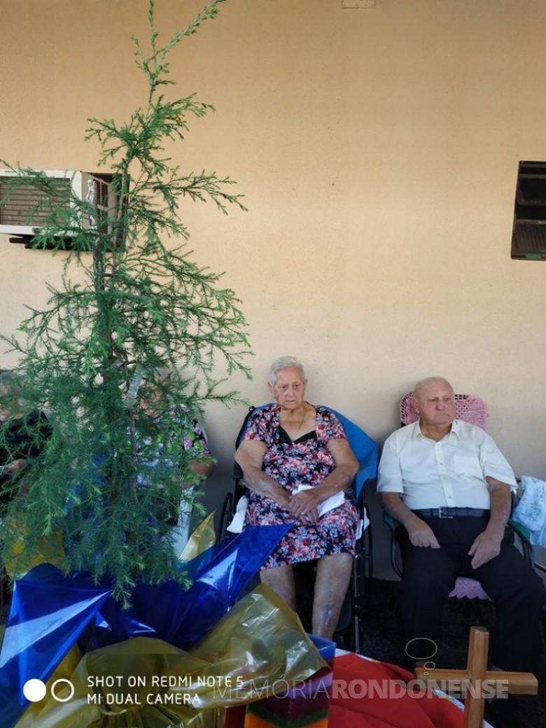 Casal pioneiro rondonense Francisca Vilma e Osvino Ernesto Wolfart qu comemorou bodas de cipreste, em meados de junho de 2019.  Imagem: Acervo Inge Wolfart - FOTO 17 -