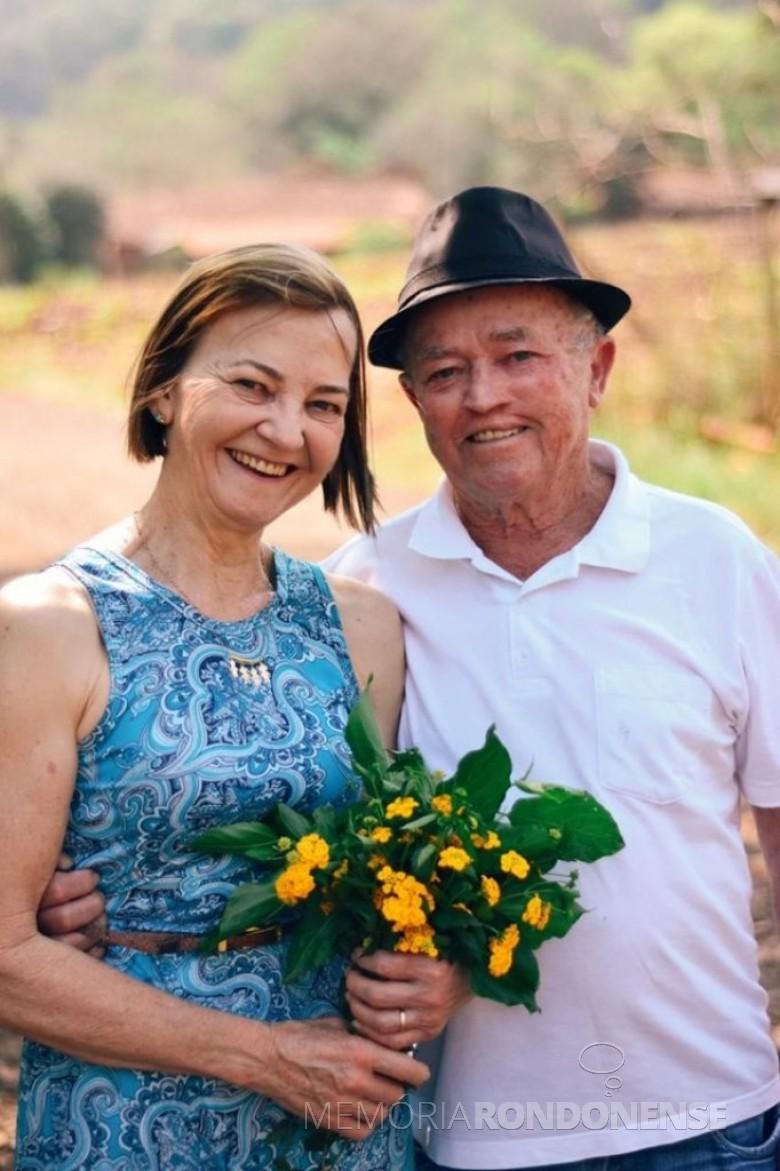 Casal rondonense Noeli e Edgar Prass na comemoração de suas Bodas de Ouro. Imagem: Acervo Jéssica Prass - FOTO 17 -