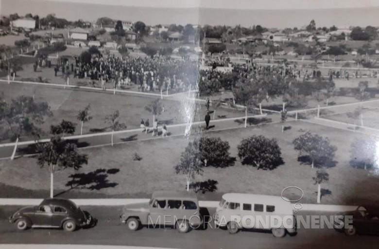 Inauguração da Praça Willy Barth na cidade de Marechal Cândido Rondon, em 25 de julho de 1964. Imagem: Acervo Wally Hachmann Zmysloni - FOTO 6 -