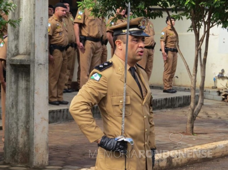 Tenente QOPM Daniel Zanbon durante a solenidade de sua posse no comanda da 2ª Cia. da Polícia Militar do Estado do Paraná, com sede na cidade de Marechal Cândido Rondon.  Imagem: Acervo O Presente - Crédito: Joni Lang - FOTO 8 -