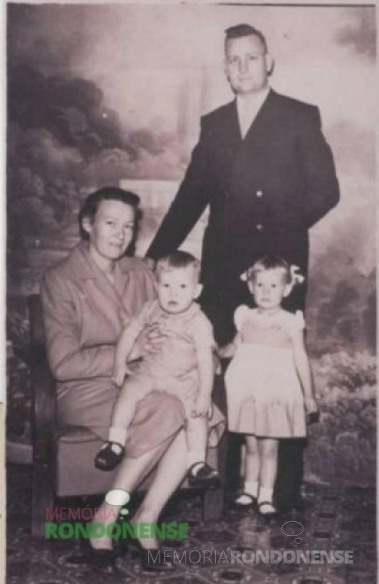 Pastor Ottmar Wehr com sua esposa Jutta e filhos. Imagem: Acervo PIB Rondon - FOTO 1 –