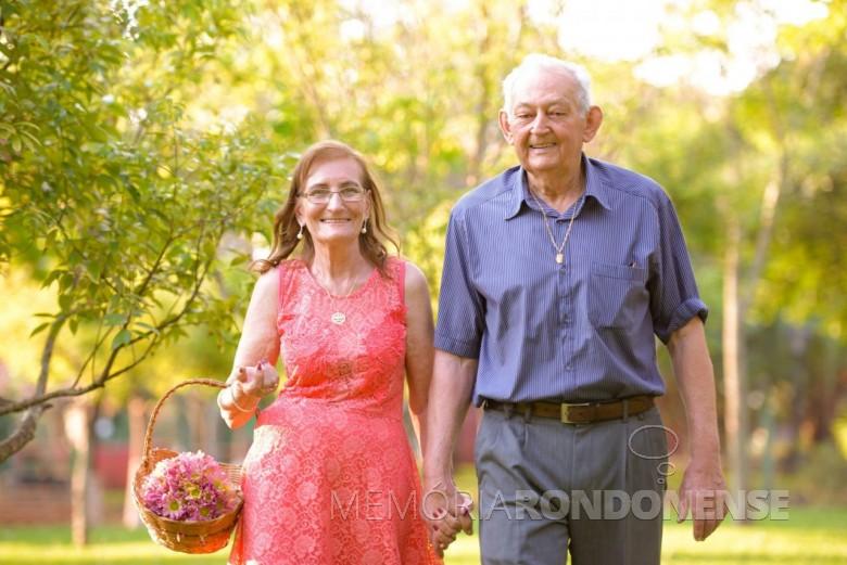 Casal Elma e Lindolfo Koch em fotografia especial para a comemoração das Bodas de Diamante. Imagem: Acervo pessoal - FOTO 4 -