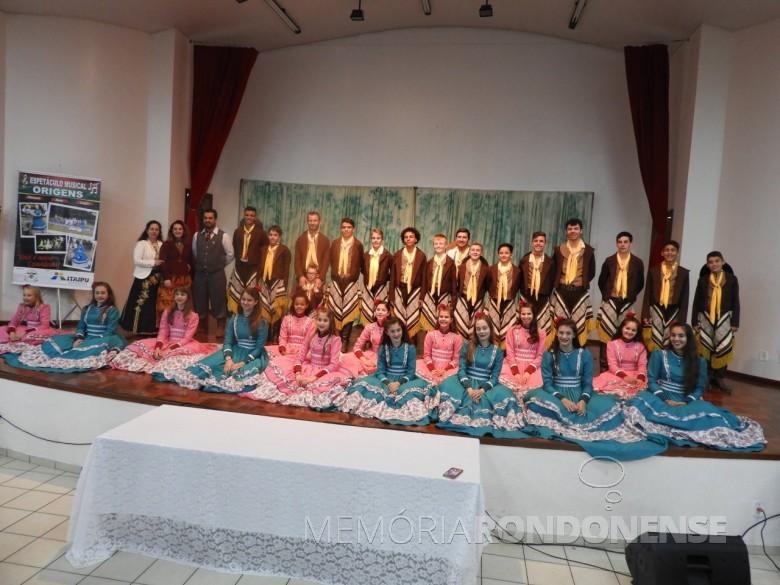 Grupo musical do CTG Tertúlia do Paraná que se apresentou nas festividades do 26º aniversário de Quatro Pontes.  Imagem: Acervo Imprensa PM-Quatro Pontes - Crédito: Vanderleia Kochepka - FOTO 8 -