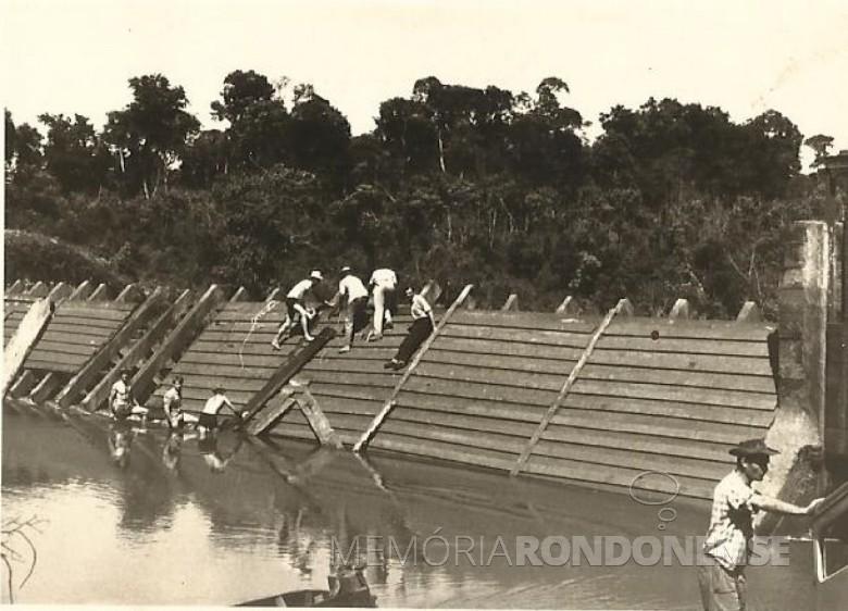 Vista da barragem em construção da desativada Usina do Guaçu.  Imagem: Acervo Hertha Hassemer Schade - FOTO 1 -