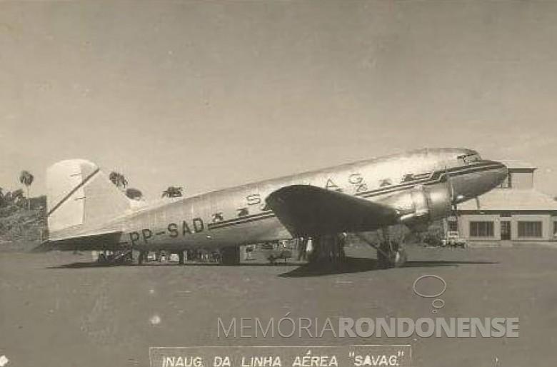 Avião DC 3 da SAVAG no aeroporto de Toledo, no dia de inauguração da linha.  Imagem: Acervo Claudir Picinini - Toledo - FOTO 3 -