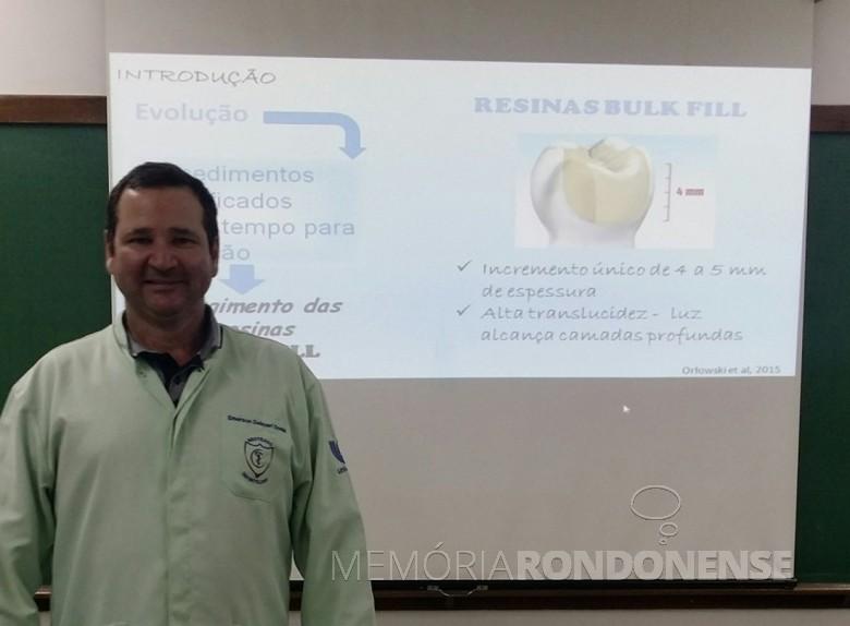 Cirurgião-dentista Emerson Delázari Donini que começou atuar em Marechal Cândido Rondon, em setembro de 2000.  Imagem: Acervo pessoal - FOTO 4 -