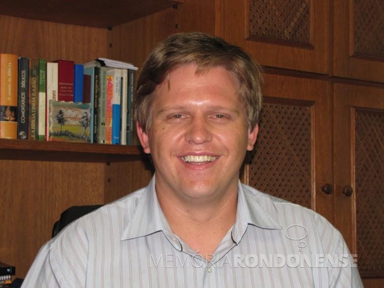 Pastor Carlos Krache que assumiu a direção do Colégio Rui Barbosa e da FALURB, em janeiro de 2017.  Imagem: Acervo horaluterana.files.wordpress.com - FOTO 7 -