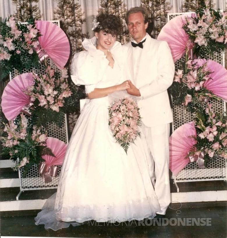 Noivos Sandra Meine e Friedrich Rieger que casaram em setembro de 1989. Imagem: Acervo do casal - FOTO 5 -