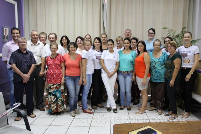 Composição de novo Conselho Municipal de Saúde, de Pato Bragado, que tomou posse em 03 de fevereiro de 2016.   Imagem: Acervo PM - Pato Bragado Crédito: Marili Besso - FOTO 8 -