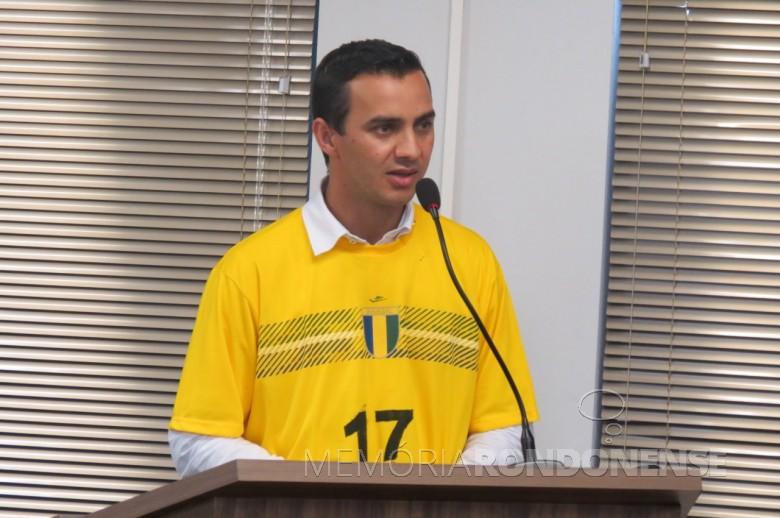 Vereador Ronaldo Pohl  na tribuna da Câmara Municipal anunciado a sua renúncia ao cargo de vice-presidente.  Imagem: Acervo Imprensa CM-MCR - Crédito: Cristiano Marlon Viteck - FOTO 13 -