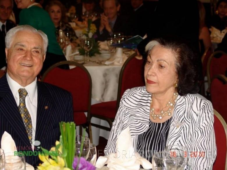 O casal Alceu Antimo Vezozzo, líder rotariano, morador em Curitiba. Imagem: Acervo memoriarondonense - FOTO 4 -