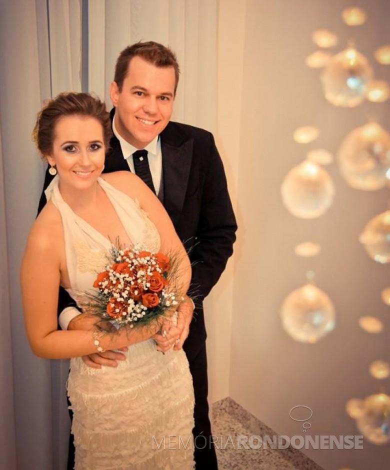 Os jovens Kelli Cristina Scherer e Leomar André Thiel que se casaram em 09 de março de 2013.  Imagem: Acervo do casal - FOTO 2 -