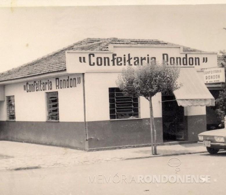 Prédio da Confeitaria Rondon localizado à Rua São Paulo, entre às Ruas Sete de Setembro e Tiradentes.  Imagem: Acervo Harri Batschke - FOTO 2 -