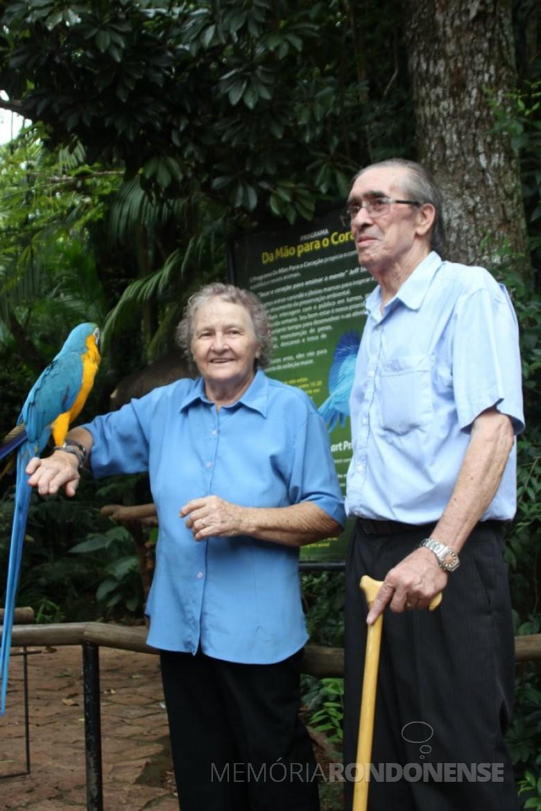 Pioneiro Luiz Mosconi, do distrito de Iguiporã com a esposa Negibe Bianchessi, falecido em dezembro de 2016. Imagem: Acervo da Família - FOTO 4 -