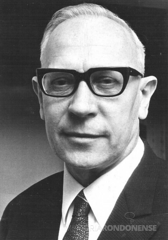 Padre João Assmann SVD que foi o primeiro vigário da Pároquia Sagrado Coração de Jesus, função que assumiu em 25 de fevereiro de 1962. Imagem: Acervo Família Seyboth - FOTO 2 -