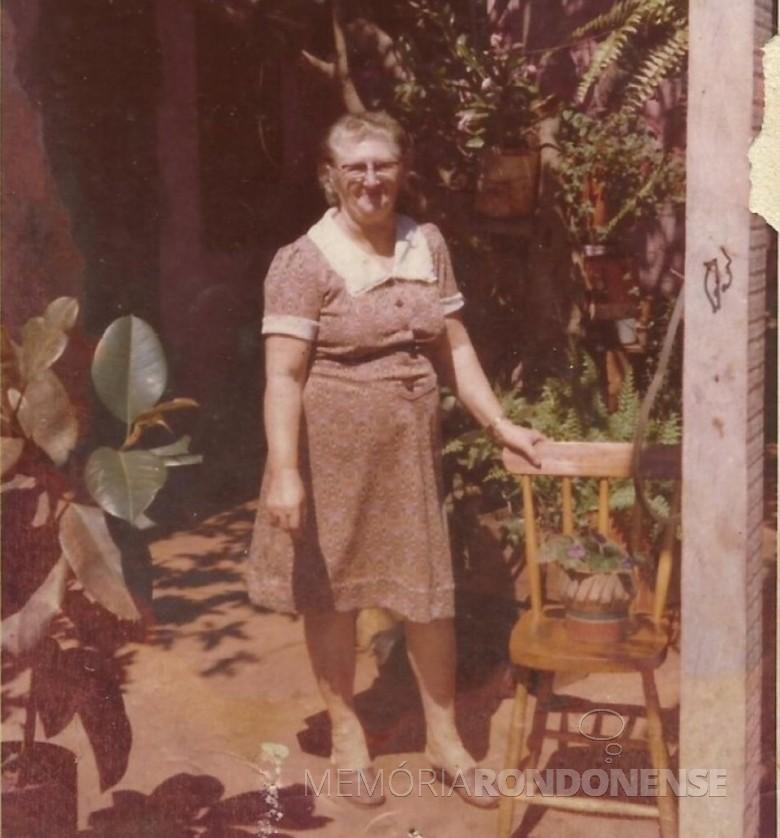 Pioneira Erna Schwingel Ritter que chegou a Marechal Cândido Rondon com o esposo Ivo Ritter e filhos em 1962.  Imagem: Acervo Clélia Regina Ritter - FOTO 6 -