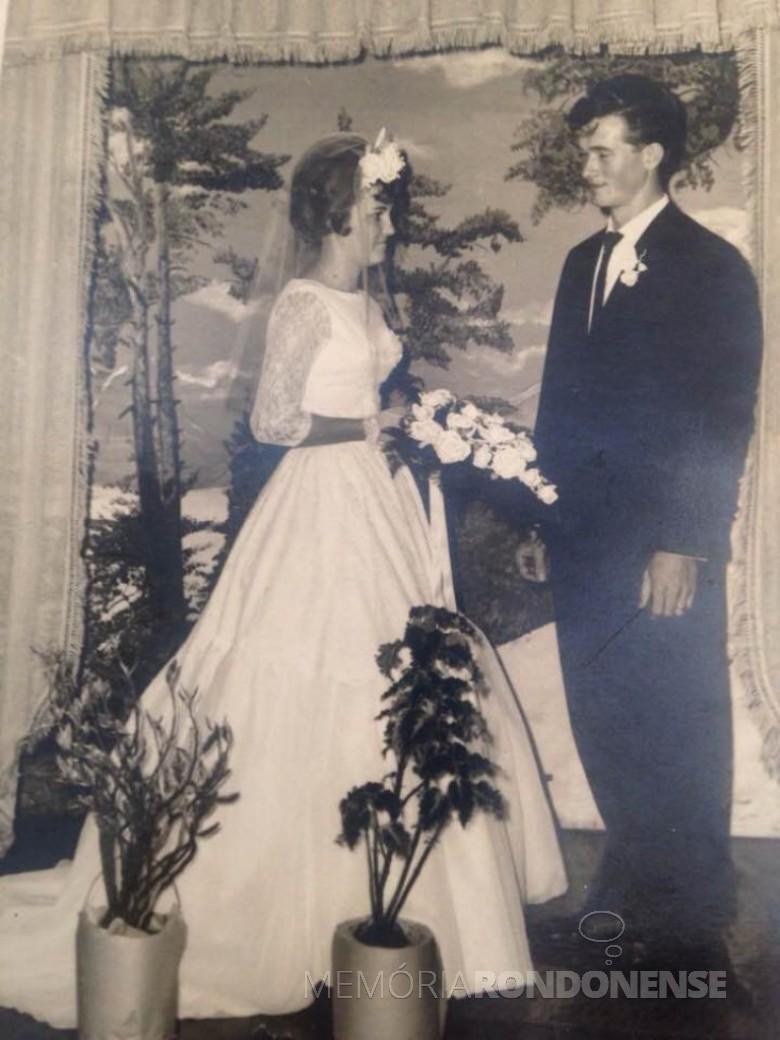 Os jovens pioneiros Erotilde Müller e Sinécio Dickel que se casaram em julho de 1965.  Imagem: Acervo Aneli Dickel - FOTO 2 -