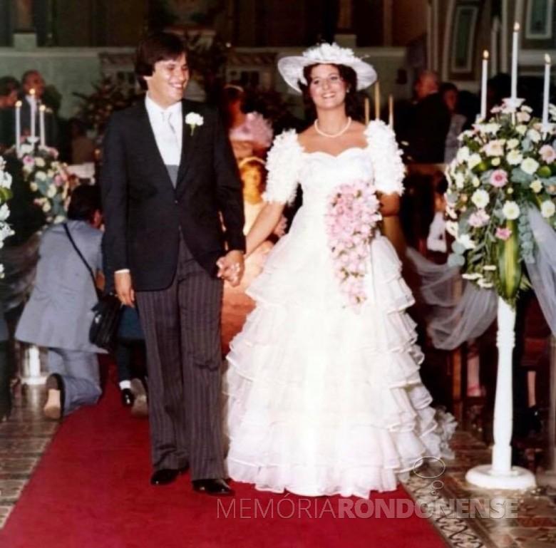 Noivos Silvana Nardelo e Oscar Estanislau Nasihgil que se casaram em fevereiro de 1983.  Imagem: Acervo do casal - FOTO 7 -