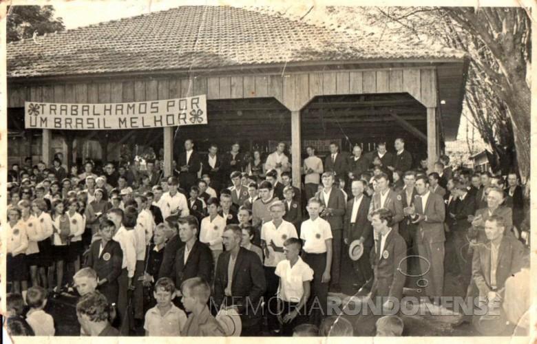 Solenidade de abertura da exposição do Clube 4-S Flor da Serra, no pavilhão da Comunidade Evangélica de Iguporã, em 02 de julho de 1972.  Imagem: Acervo Harto Viteck - FOTO 2  -