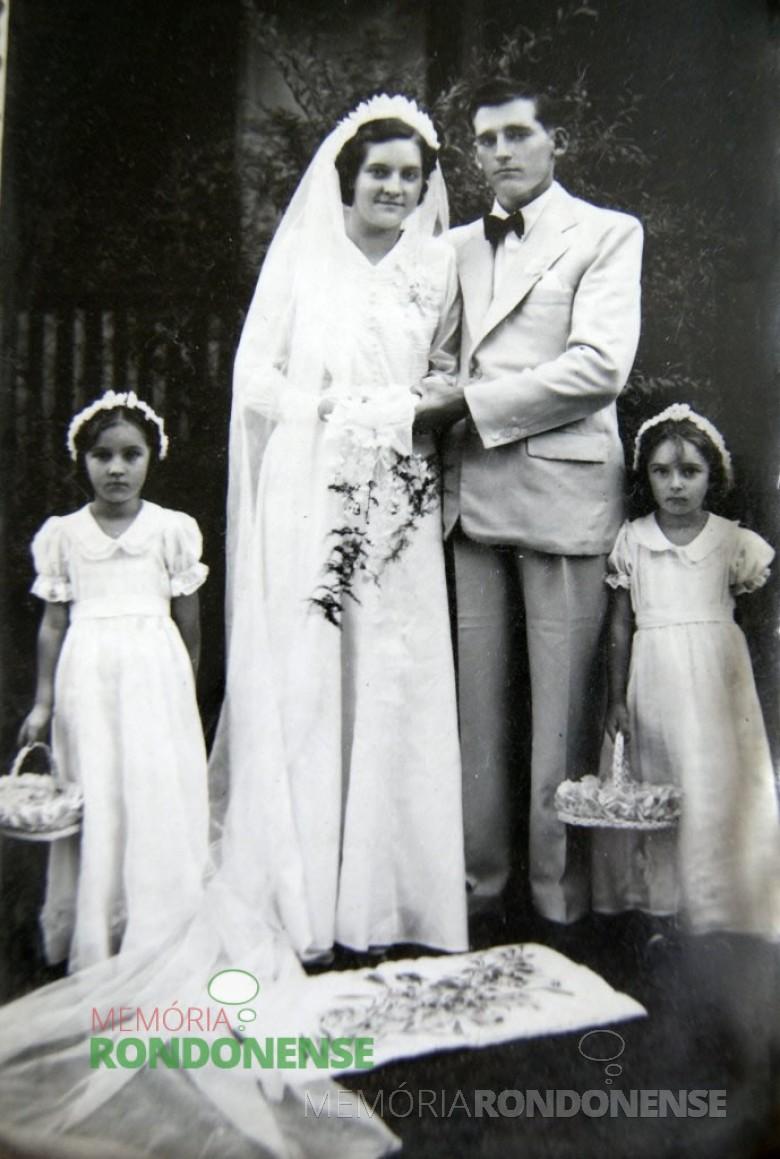 Os noivos Edith Anna Schmitz  e Edvino von Borstel,  pioneiros de Marechal Cândido Rondon, no dia de casamento em janeiro de 1946, na cidade Piratuba, SC. Imagem: Acervo Edith von Borstel - FOTO 1 -