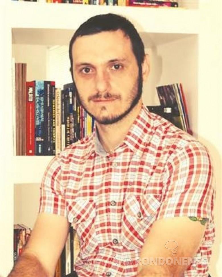 Jornalista Cristiano Marlon Viteck criador e apresentador do programa