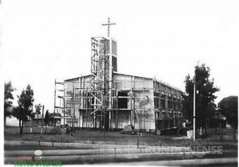 Atual templo da Comunidade Cristo, em construção e inaugurado em 19 de novembro de 1975. Imagem: Acervo Família Seyboth - FOTO 9 -