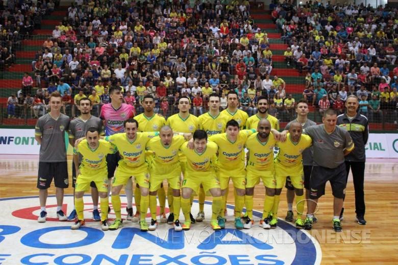 Equipe da Copagril Futsal que venceu o Guarapuava 2 x1 e a classificou para as quartas de final da Liga Nacional de Futsal, em 15 de outubro de 2016.  Imagem: Acervo Imprensa Copagril Crédito da imagem: Carina Ribeiro - FOTO  8 -