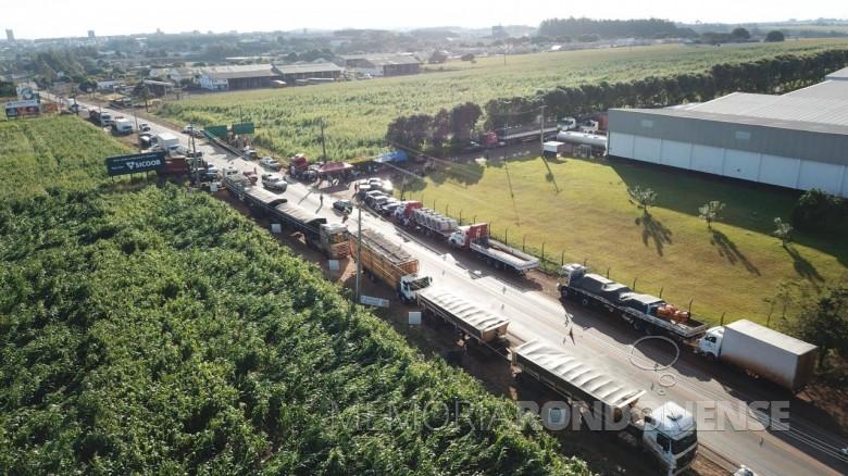Paralisação de caminhoneiros na rodiva BR-163, em Marechal Cândido Rondon.  Imagem: Acervo André Scherer - FOTO 10 -