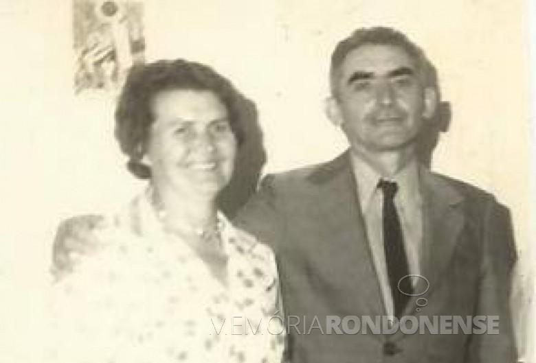 Casal Hilda (nascida Rauber) e Leopoldo José  Witeck que se estabeleceu na Linha São Cristóvão, em setembro de 1952. Imagem: Acervo Izoldi Witeck Rauber - FOTO 1-