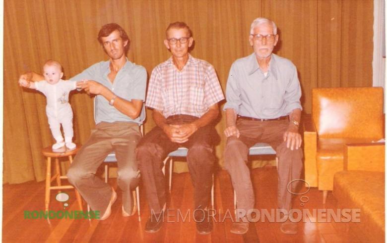 Quatro gerações Haag, em Marechal Rondon: Gabriel (filho), Elenor (pai), Alcidirio ( avô) e Balduíno (bisavô). Imagem: Acervo Elenor Haag
