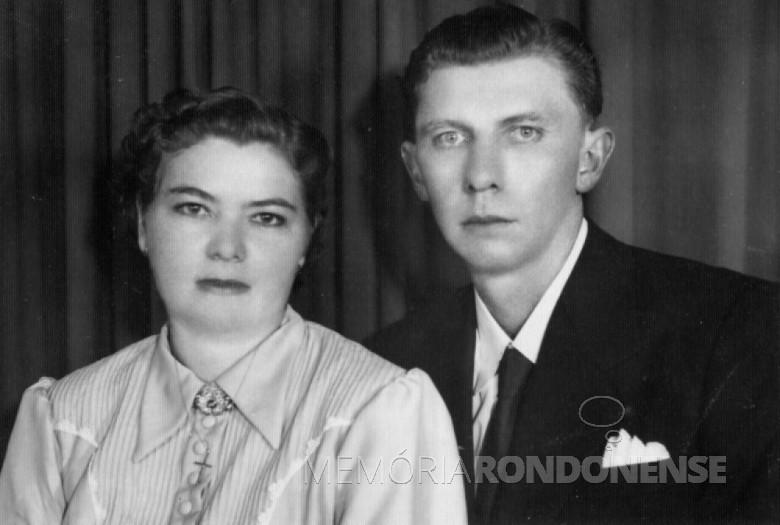 Casal Ivona Gehlen e Henrique Afonso Sturm cujo casamento aconteceu em 24 de março de 1954 Imagem: Acervo Orlando e Rafael Sturm - FOTO 1 –