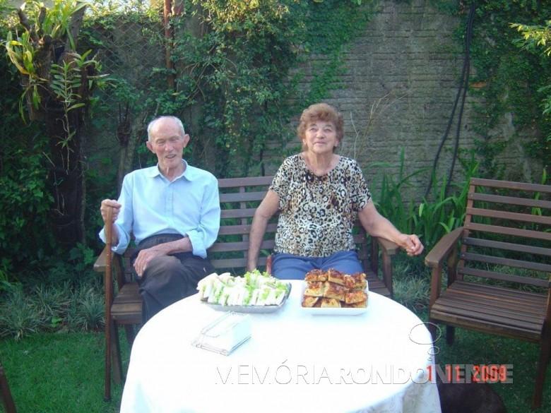 Casal Gustavo Herbert e Erna (nascida Weirich), em fotografia tirada na cidade de Cascavel.  Imagem: Acervo Arnold Lamb - FOTO 4 -