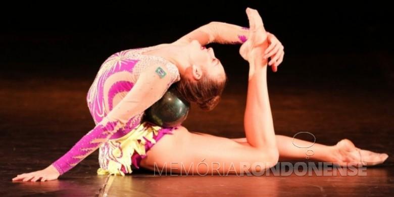 Ginasta Karine Walter, participante do Torneio Internacional de Ginástica Rítmica de Corell Essones.  Imagem: Acervo O Presente - FOTO 10 -