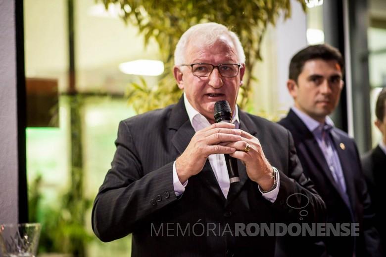 Adolfo Rudolfo Freitag, presidente do Conselho de Administração da Sicredi Aliança PR/SP, em seu discurso na inauguração da agência em Bebedouro (SP).  Imagem: Acervo da Cooperativa - FOTO 8 -