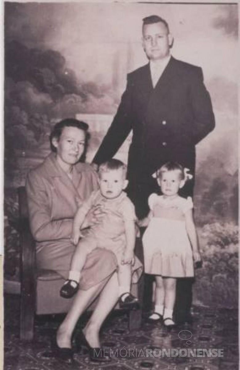 Pastor Ottmar Wehr e esposa Jutta e o casal de filhos.  Imagem: Acervo PIB Rondon