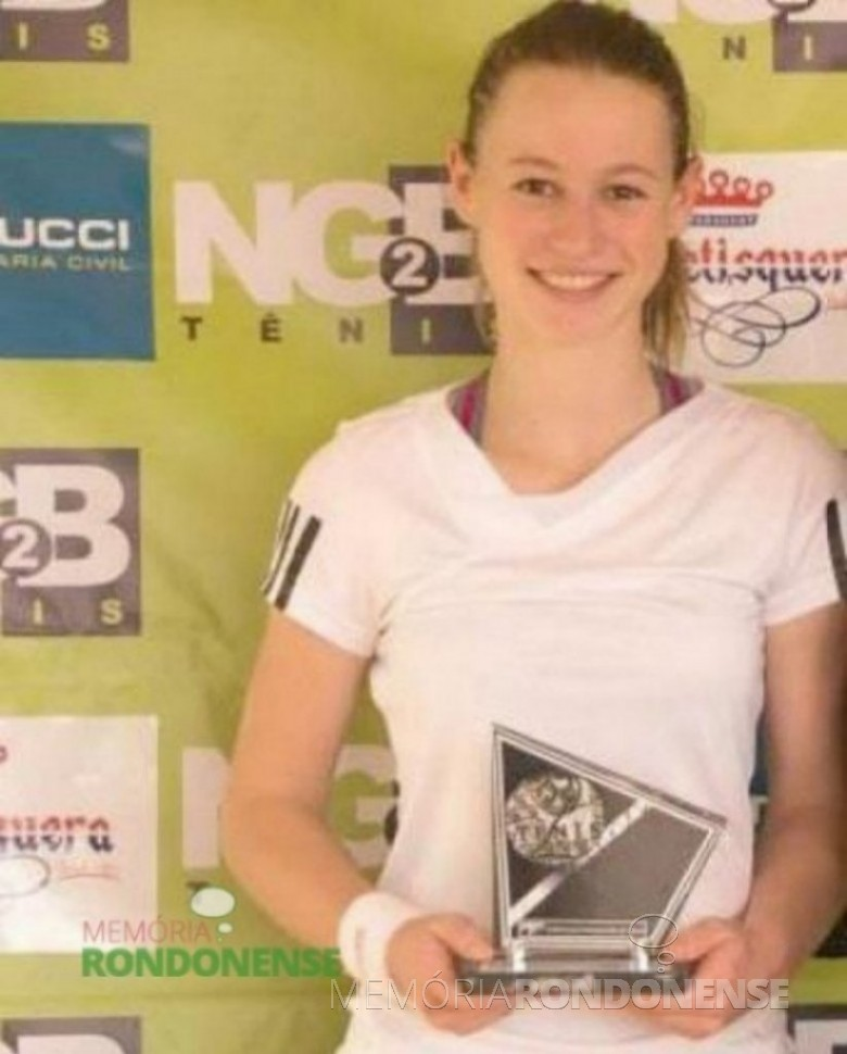 A tenista Tainara Kolling que ganhou a final da 4ª classe feminino