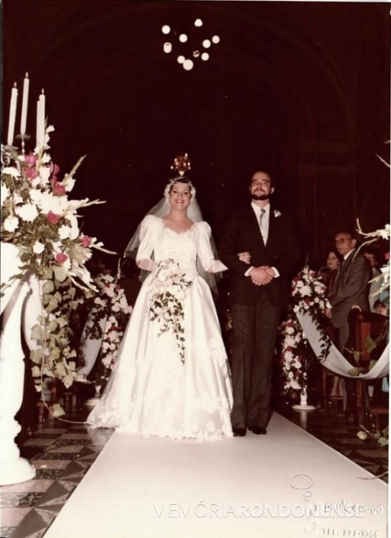 Noivos Letizia Santi e Albert Lamb que casaram em setembro de 1984, em Curitiba. Imagem: Acervo do casal - FOTO 11 -