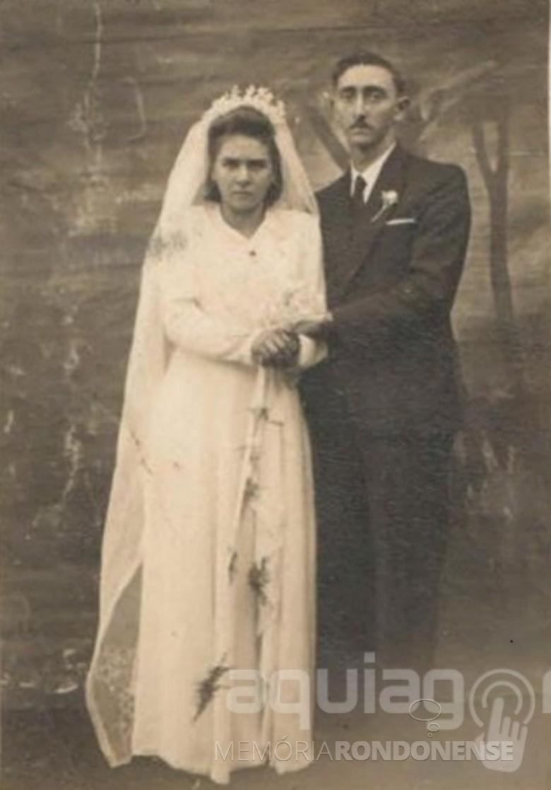 Noivos Irma Selvina Diesel e Nivo Dickel, casal pioneiro rondonense, que se casaram em maio de 1948.  Imagem: Acervo AquiAgora.net - FOTO 1 -