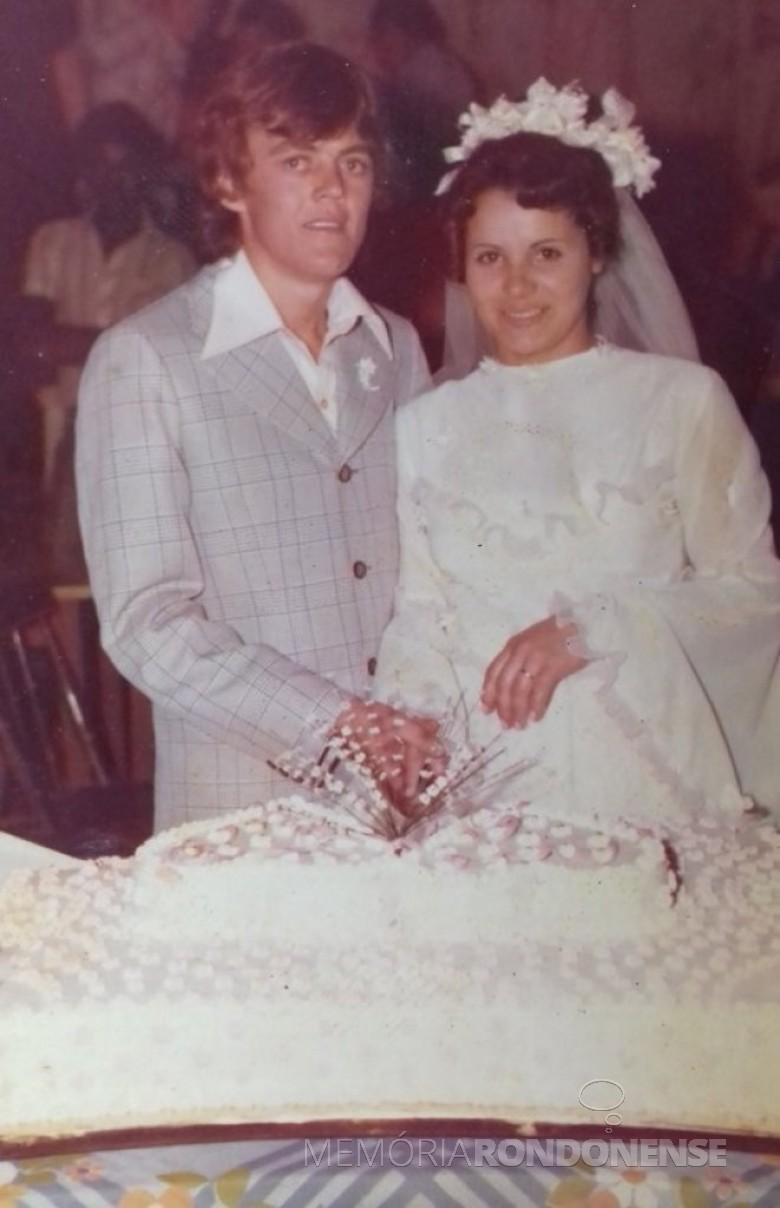 Jovens rondonenses Maria Salete Minatti e Milton Schroeder que se casaram em  julho de 1977.  Imagem: Acervo do casal - FOTO 3 -