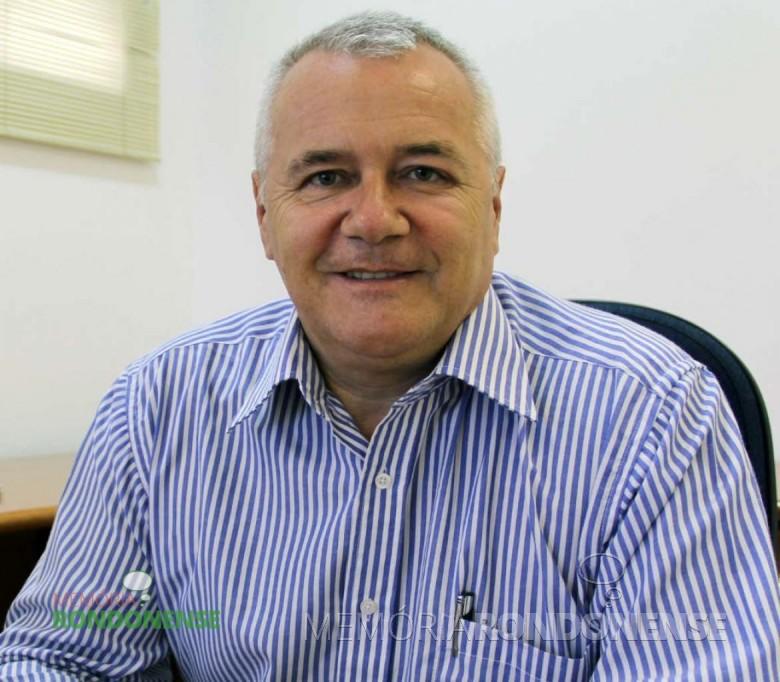 Vice-prefeito de Pato Bragado, que assumiu a prefeitura local em 03 de novembro de 2015, devido as férias do prefeito Arnildo Rieger.  Imagem: Acervo O Presente - FOTO 8 -